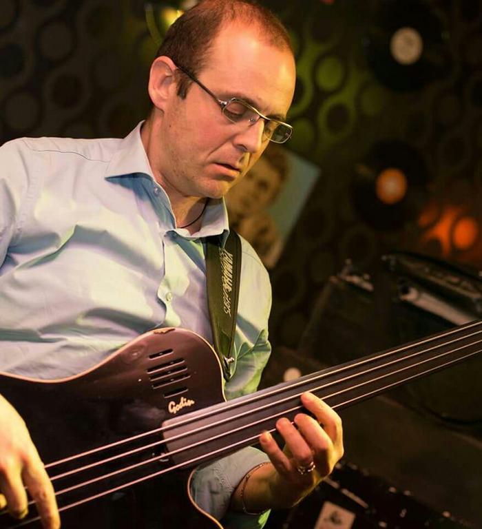 Le espressioni musicali possono essere il campanello di allarme di un problema sociale -  Intervista al bassista e contrabbassista Stefano Fanini