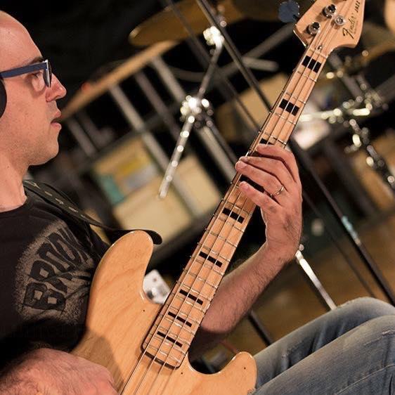 Suonare il basso elettrico dalla tradizione al jazz contemporaneo - Intervista al bassista e contrabbassista Alex Carreri