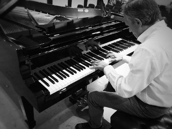 Composizioni al pianoforte - Intervista al pianista e compositore Dario Crisman