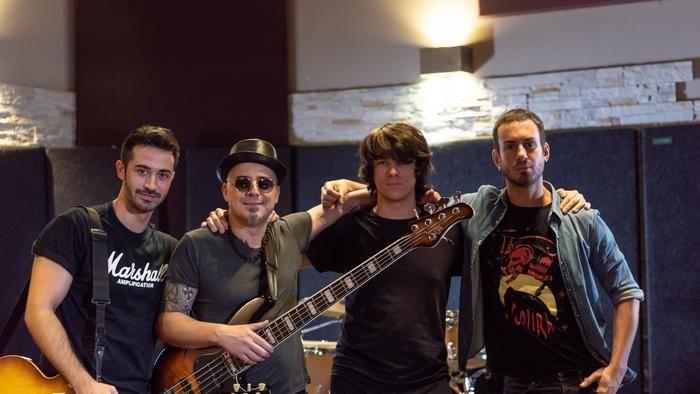 L'artista diventa anche produttore, editore e promotore di se stesso -Intervista al cantautore e bassista Maurizio Amato