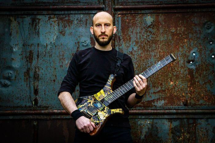 La musica che i mass media fanno emergere è spesso di basso livello compositivo - Intervista al chitarrista Emanuele Bodo