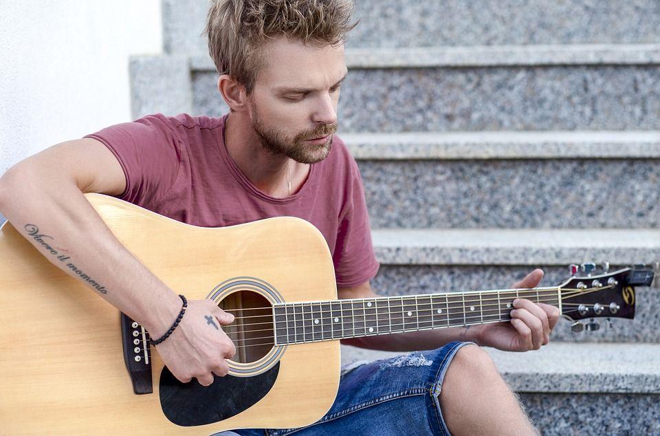 Immagine di un chitarrista
