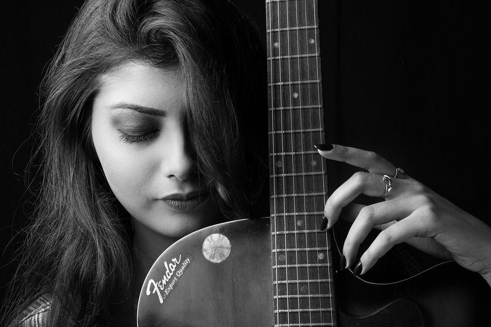 Immagine chitarrista in bianco e nero