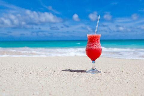 Immagine di un cocktail sulla spiaggia