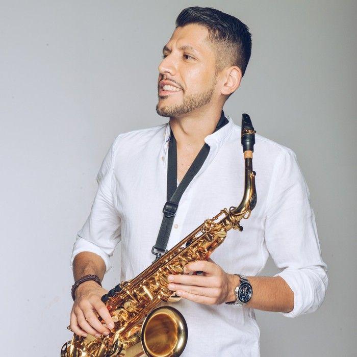 I live nelle varie band sono stati esperienze fondamentali per vincere l'ansia da palcoscenico - Intervista al cantautore e sassofonista Cristian Di Domenico