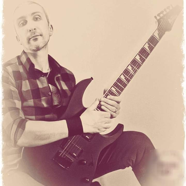 In questo ambiente serve la costanza ed innanzitutto una grande passione - Intervista al chitarrista Mauro Signorelli