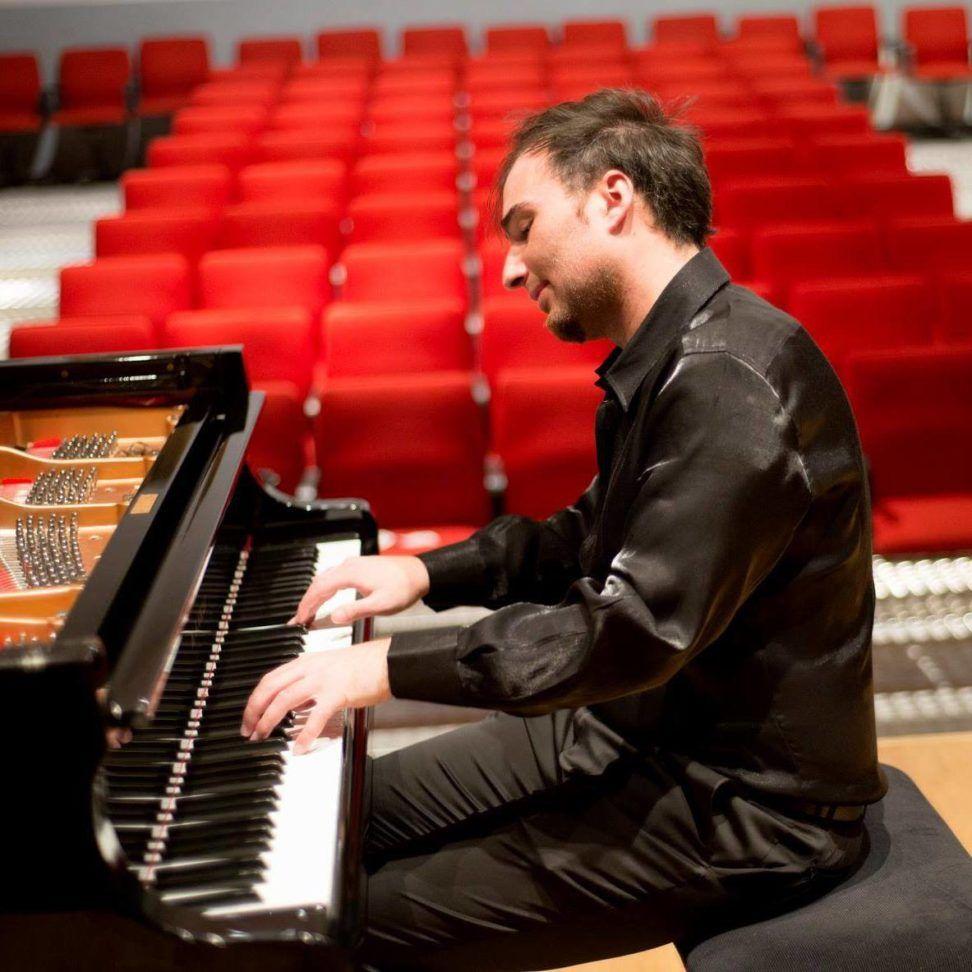 ''Roba da pianisti. Regole, consigli e trucchi per il pianista creativo'', del pianista Christian Salerno