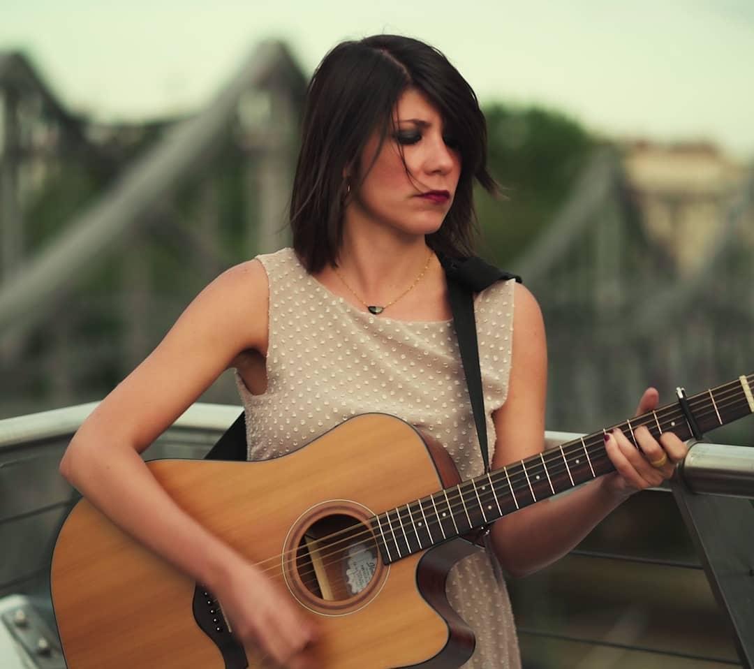 Se non ci credi o motivi tu in primis, nessuno lo farà al posto tuo - Intervista alla cantautrice Laura Garau, in arte Low