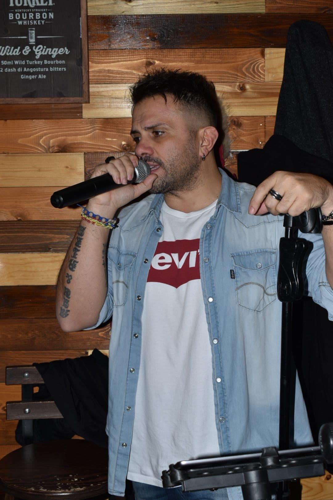 Per scrivere e cantare le proprie canzoni bisogna scavare dentro la propria vita - Intervista al cantautore Mauro Tummolo