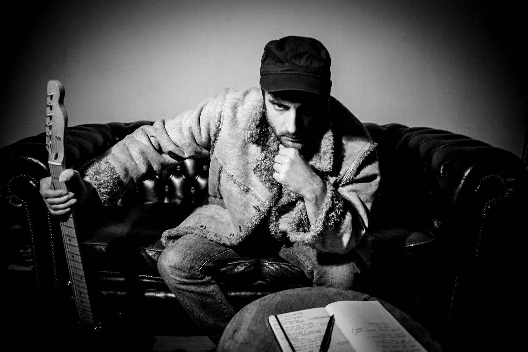 Adoro i generi musicali che si mischiano per dar vita a qualcosa di nuovo, di diverso - Intervista al cantautore e chitarrista Baschira