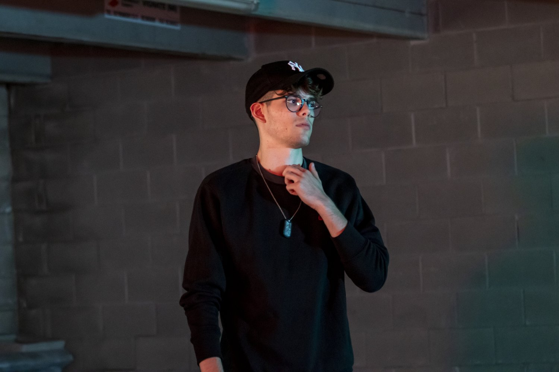 """Ormai fare il rapper è visto come il """"fare il calciatore"""" degli anni 90' - Intervista al rapper Peter Jr"""