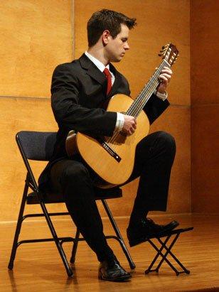 La giusta postura con una chitarra classica