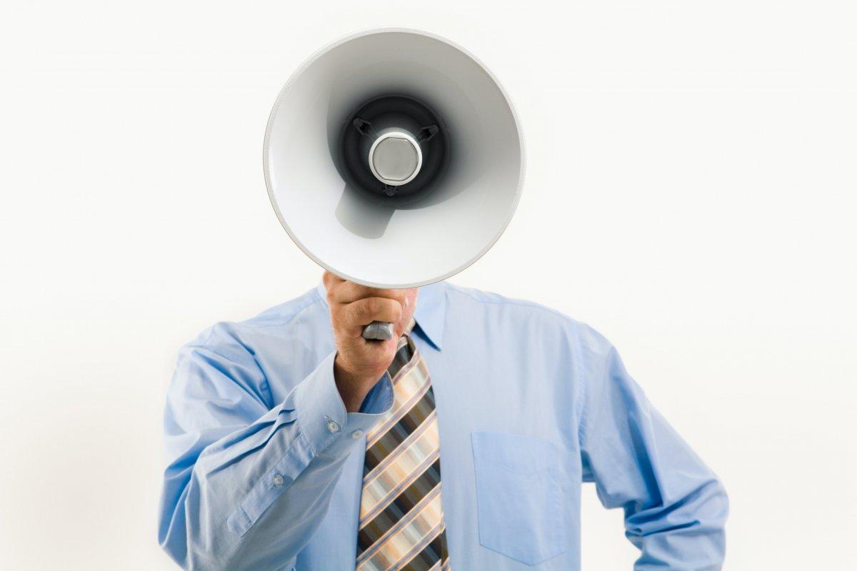Persona con megafono