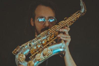 Immagine di un sassofonista